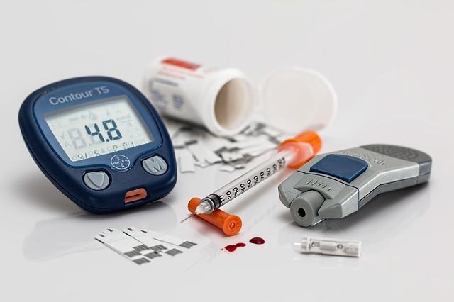 『糖尿病』+『蛋白尿』→必ず医療機関にかかりましょう。
